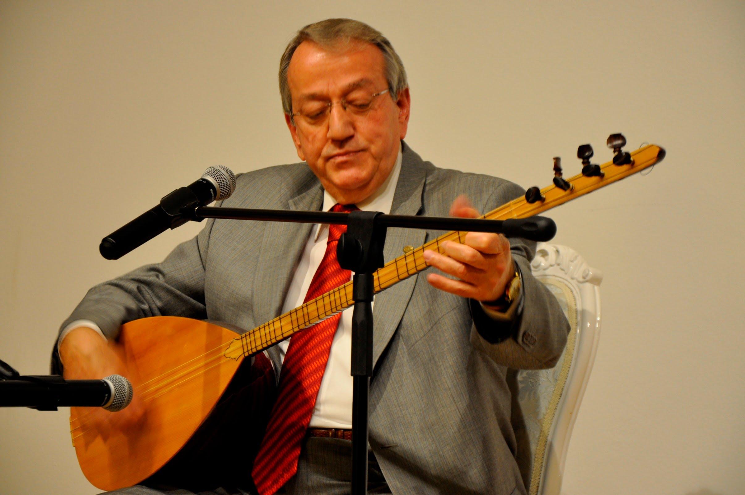 Mehmet-Erenler-Master-of-Baglama-and-Divan-Sazi