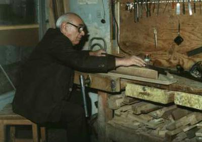 iranian-santoor-maker-ostad-mehdi-nazemi